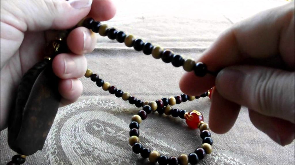 How to Wear and Use Mala Bracelets For Mantra Meditation